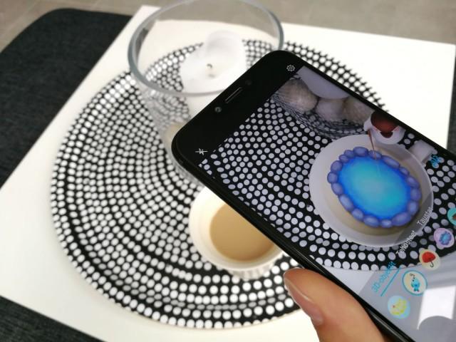 Lisätyn todellisuuden (AR, Augmented Reality) avulla kuviin saa kivoja lisäjuttuja ja videoihin saa animaatioita mukaan.