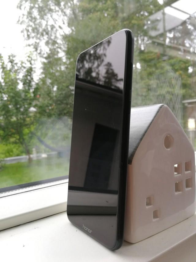Honor Playn muotokieli on nykypuhelinten tyylinen moderni ja elegantti.
