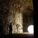 Viikonlopuksi luvassa valotaidetta – Flash Vallisaari valaisee historialliset puitteet