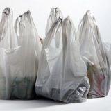 Helsingin kaupunginvaltuuston pöydällä aloite muovin kulutuksen vähentämisestä – Samanaikaisesti Lidl tempaisee muovipussittomalla päivällään