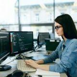Mimmit koodaa -kampanja vastaa ohjelmistoalan huutavaan työvoimapulaan kannustamalla naiset koodin pariin