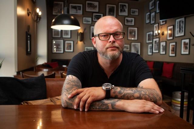 Mikko Lahtonen tunnetaan paitsi ravintola- myös musiikkipiireistä.