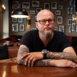 Tampereelle kaksikerroksinen ravintolauutuus: Henkassa laulu raikaa pikkutunneille asti