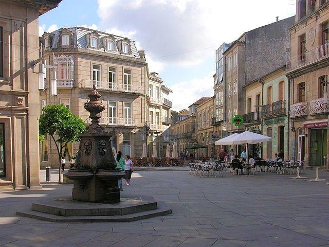 Pontevedran keskusta nauttii rennosta puheensorinasta liikenteen melun sijaan.