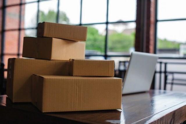 Kasvavassa verkkokaupassa pakettiralli pyörii, mikä pistää oman painonsa ympäristölle.