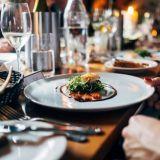 """Uusi 360° -ravintolaopas painottaa vastuullisuutta ja ympäristötekoja: """"Liian harva ravintola suhtautuu asiaan riittävällä vakavuudella"""""""