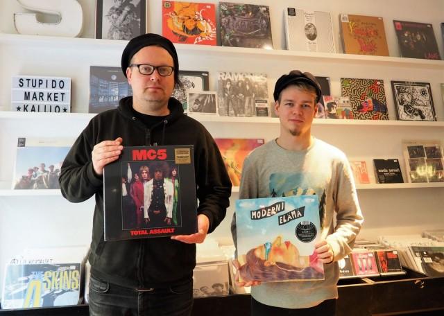 Antti Lautala ja Jaakko Salo toivottavat musadiggarit tervetulleiksi Stupido Marketiin.