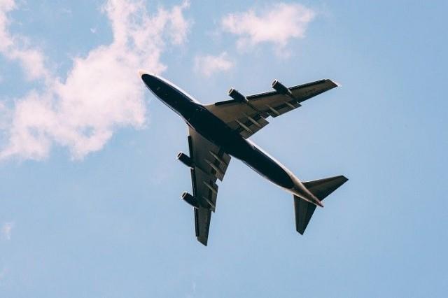 Lentämisestä aiheutuvat hiilidioksidipäästöt kuormittavat ympäristöä.