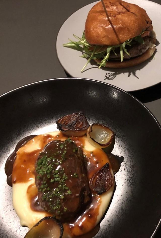 Beergerin nimikkoburgerissa maistuu nduja-salami. Häränposki on saanut muhia mureaksi yön yli matalassa lämmössä.