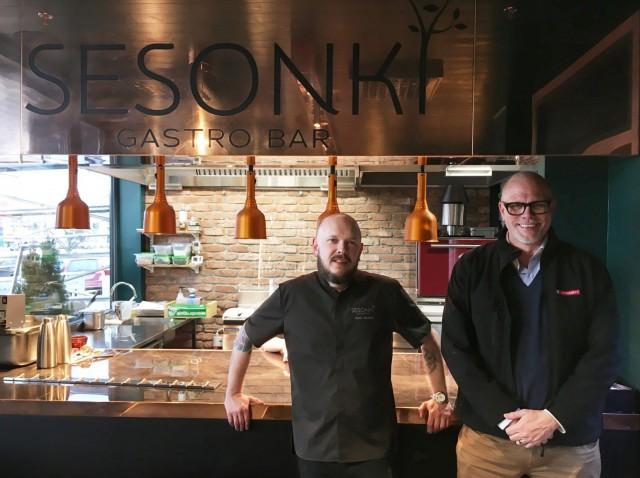 Gastro Bar Sesonki syntyi ravintoloitsija Matti Jämsénin (vas.) ja kauppias Markku Hautalan yhteistyönä.