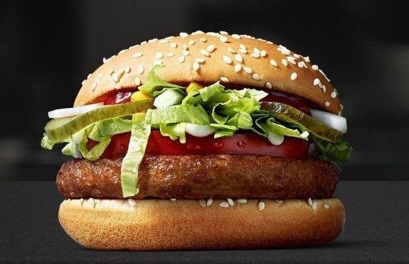McVegan nousi nopeasti niin suureen suosioon, että se jäi Suomen McDonald'sien vakiovalikoimaan.