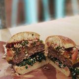 Social Burgerjointiin uusi lihaa imitoiva vegepihvi – Moving Mountains syrjäyttää Brooklyn burgerin soijapihvin
