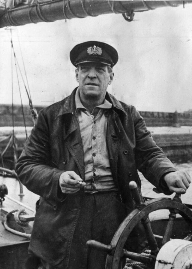 Algoth Niska (1888–1954) oli suomalainen seikkailija, jalkapalloilija ja salakuljettaja.