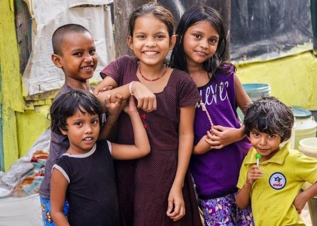 Monet hyväntekeväisyysjärjestöt tarjoavat mahdollisuuden tukea lasten koulutusta kehitysmaissa.