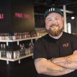 """Akseli Herlevi: """"Suomen burgeribuumi on vasta alussa"""" – Naughty BRGR suuntaa Isoon Omenaan"""