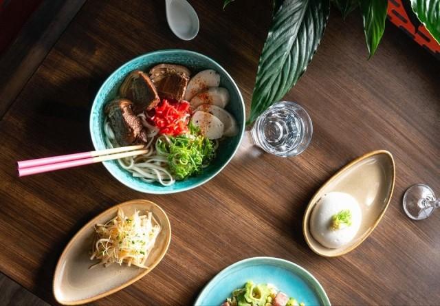 Latitude 25 Okinawa Restaurant Bar toi okinawalaiset herkut Helsingin ydinkeskustaan.