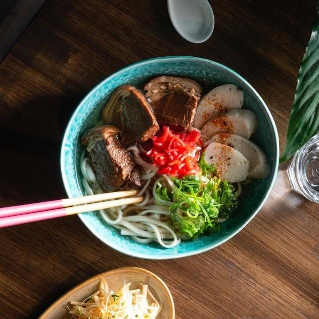 Okinawa soba on perinteinen okinawalainen nuudeliruoka.