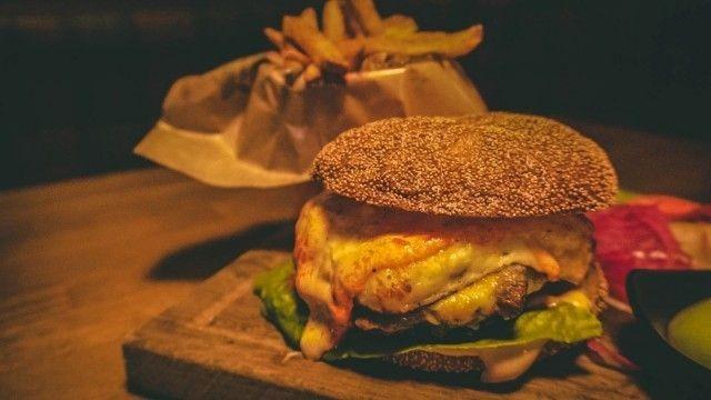 Treffipub valittiin jälleen Helsingin parhaaksi kortteliravintolaksi. Treffipubin mehevä portobelloburgeri (kuvassa) nousi kesällä myös Cityn parhaiden vegeburgereiden listalle.