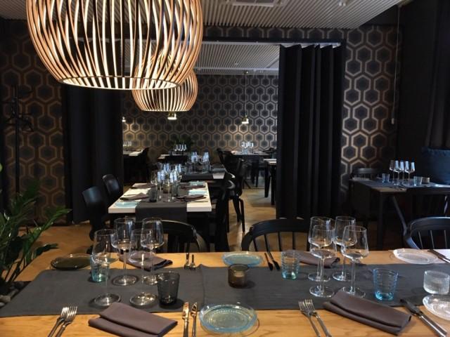 Design-ravintola Eevertissä maistellaan maa-artisokka-samppanjakeittoa ja riimipeuraa.