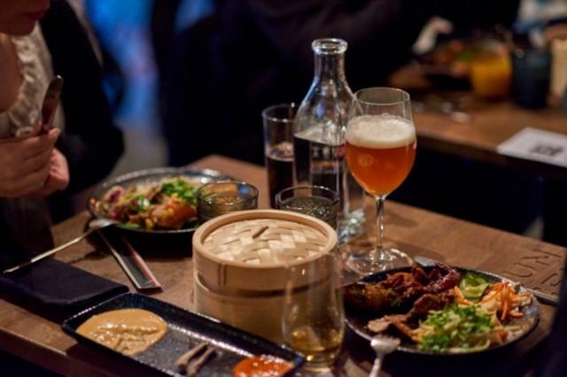Lux Helsinki Eatista löytyy valinnanvaraa kympin annoksista 30 ja 50 euron menukokonaisuuksiin saakka.