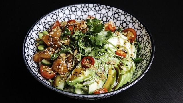 Eat Poken Salmon Avocado Bowl on noussut uutena tulokkaana Woltin 10 tilatuimman annoksen joukkoon.
