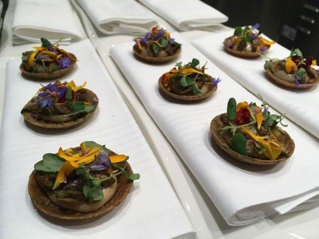Ultiman menulta löytyy myös hyönteisruokaa.