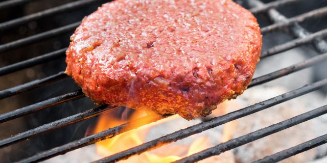 Erottaisitko vegaanisen Beyond Burgerin pihvin lihapihvistä?