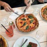 Who the xxxx is Alicen pizzat leivotaan hapanjuureen.