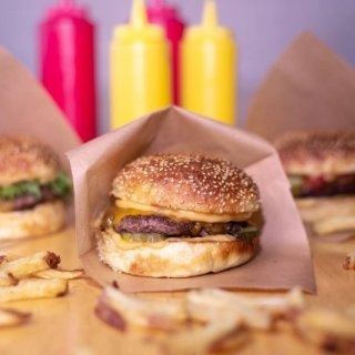 Bitesin messeviä burgereita saa vihdoin Kampista – Mukana myös SYÖ!-viikoilla