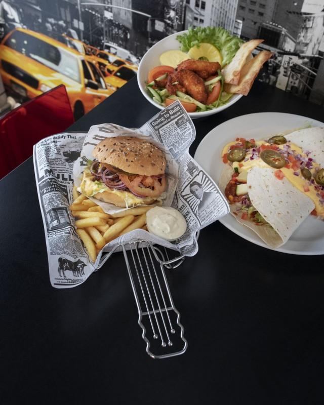 Bus Burgerin annoksista löytyy moneen makuun sopivaa.