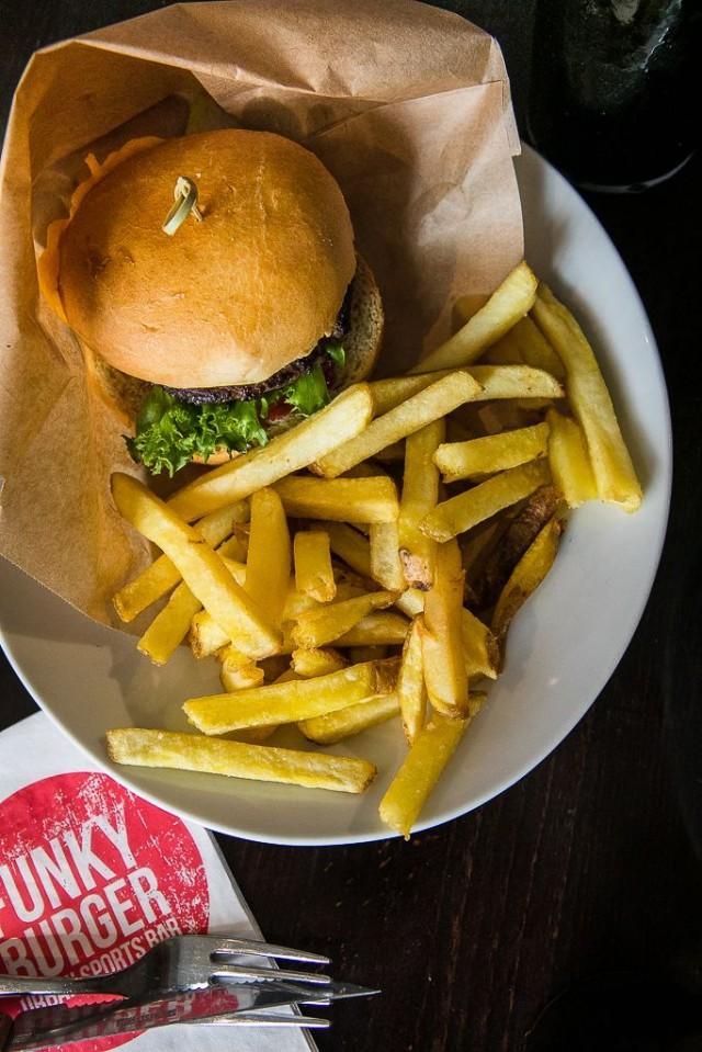 Tapiolan Funky Burgerissa SYÖ!dään kympillä 25.1.–7.2.