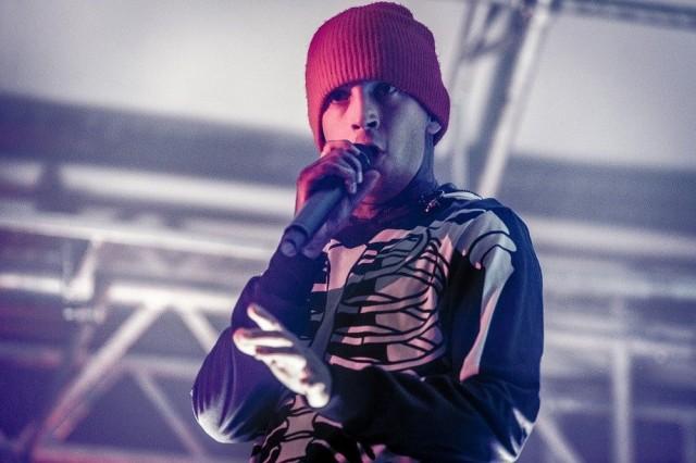 Tyler Joseph Twenty One Pilotsista esiintymässä Münchenissa yhtyeen vuoden 2016 kiertueella, jolloin bändi oli edellisen kerran myös Suomessa.