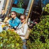 Yksi Helsingin perinteikkämmistä kahviloista avautui remontoituna – Strindbergissä nyt myös vegaanisia uutuuksia