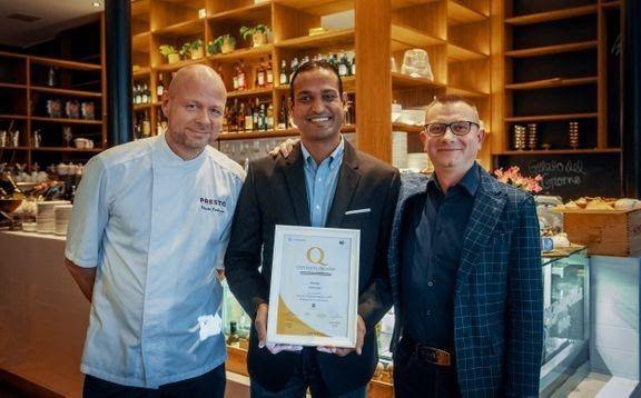 Preston pääkokki Marko Koskinen, ravintoloitsija Roshan Salwathura ja Alberto Cristofalo suomalais-italialaisesta kauppakamariyhdistyksestä.