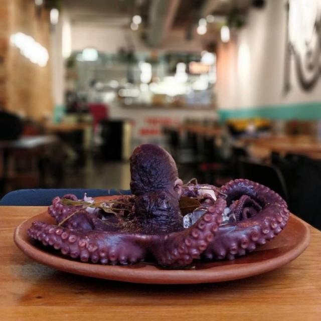 Annankadun Taquería El Reyssa voi saada lautaselleen habaneroöljyssä grillattua mustekalaa.