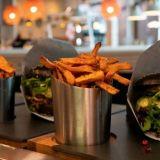 Deluxe Burger & Pizzan karhuburgeri vetää väkeä Myyrmanniin – Tarjolla myös muhkeita sirkkaburgereita