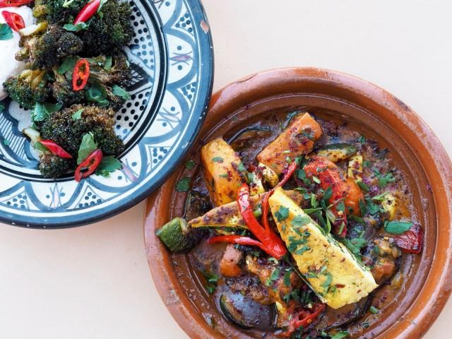 Sandro Tapiolan tofutagine on lämpimän mausteinen pataruoka.