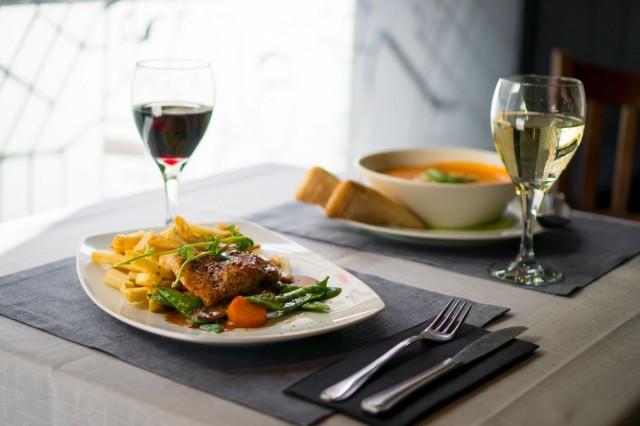 Ravintola Centralissa nautiskellaan muun muassa kanaa ja tomaatti-vuohenjuustokeittoa.