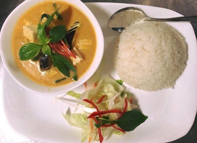 Kratae Thai Cuisinessa SYÖ!-tarjouksessa ovat kaikki pääruoat kanalla, tofulla tai naudanlihalla.
