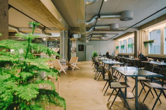 Ravintola Tullin Saunassa tarjoillaan aamiaista, lounasta, illallista sekä viikonloppubrunsseja. Kuva: Jarno Laine / Tullin Sauna.