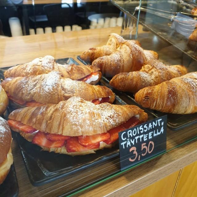 Jopa croissantit leivotaan alusta asti paikan päällä.