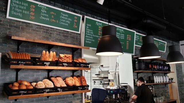 Meli Cafe & Bakeryssä leivotaan öisin, jotta joka aamu olisi tarjolla tuoretta leipää, pullaa ja croissanteja.