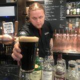 Pikkulintu toi valtavan valikoiman viskejä ja oluita keskustaan – 22 vaihtuvaa hanaolutta, 250 viskiä ja lisää tulee