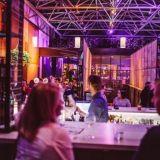 Kampin Korttelin ravintolat esittäytyvät erikoisillallisella – Yllätysannoksia pitkän pöydän äärellä