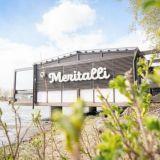 Legendaarinen töölöläisterassi remontoitiin uusiksi – Meritalli tarjoaa puitteet täydelliselle kesäpäivälle meren äärellä