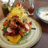 Sentro tarjoilee modernia aasialaista – Filippiiniläiset ravintoloitsijat taitavat myös indonesialaisen rendangin salat