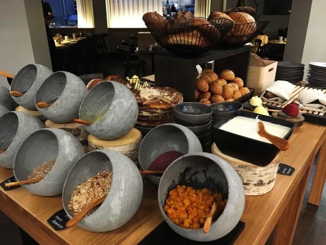 Kultá Kitchenissä käytetään aitoja lappilaisia raaka-aineita ja se näkyy myös aamiaispöydässä.