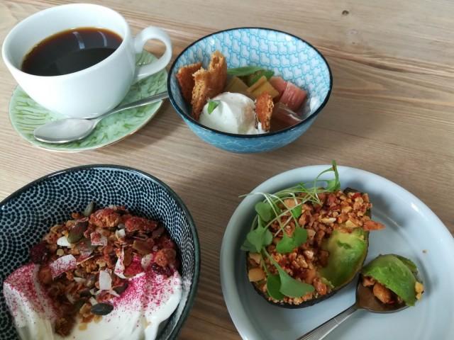 Flät no 14:n aamiaishenkiseltä menulta löytyy syötävää pitkälle iltapäivään.