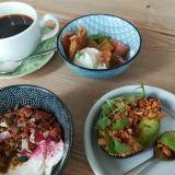 Aamiaista voi syödä muulloinkin kuin aamulla – Flät no 14 tarjoaa rentoa kahvilatunnelmaa Karhupuistossa