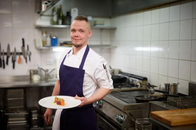 Keittiömestari Atte Westerlund haluaa kunnioittaa raaka-aineen omaan makua ja välttää turhaa kikkailua ja ylimaustamista.